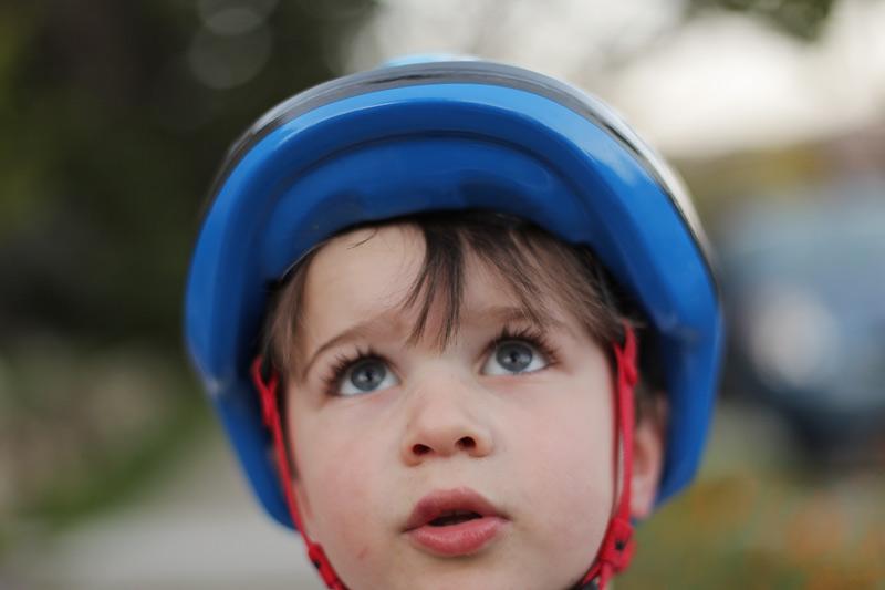 nico_helmet_closeup_800